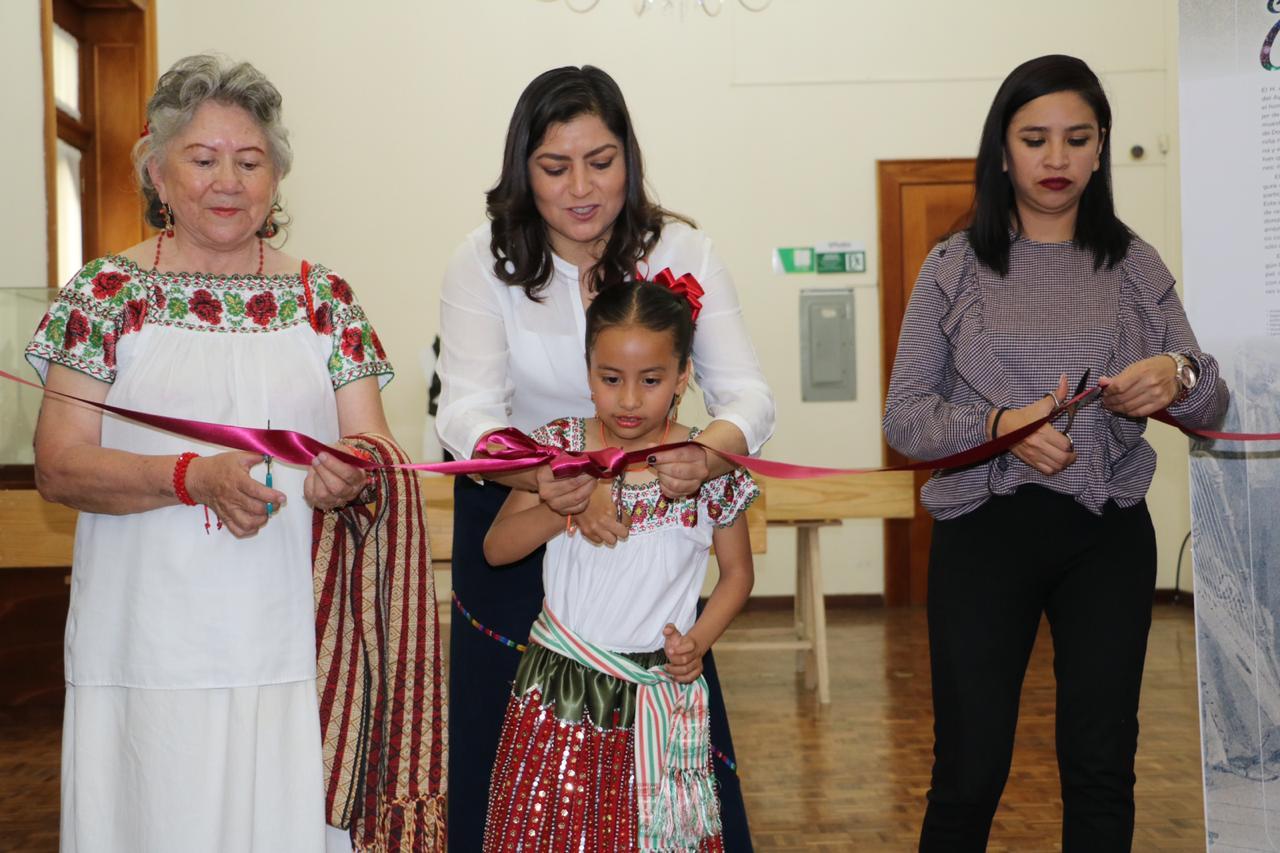 Claudia Rivera Inaugura Exposición El Traje De La China
